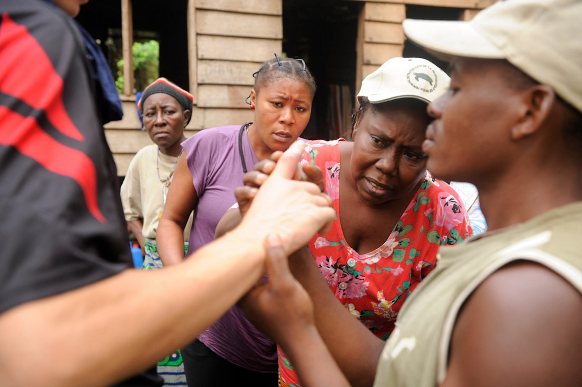 Photo: Local women on Bioko Island inspect a severely infected finger.