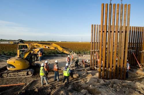Photo: Mexican laborers build a border wall near Alamo, Texas.