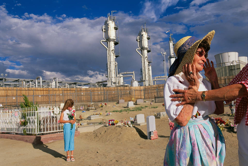 Photo: A natural gas plant next to a cemetery in Bloomfield, NM.