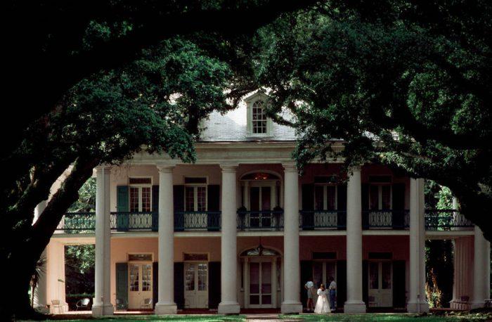 Photo: Oak Alley Plantation in New Orleans, Louisisana.