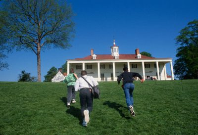 Photo: Tourists at Mount Vernon in Washington, DC.