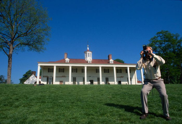 Photo: Tourist at Mount Vernon in Washington, DC.