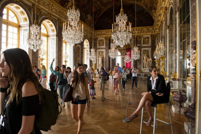Photo: A group of tourists in the Palace of Versailles.