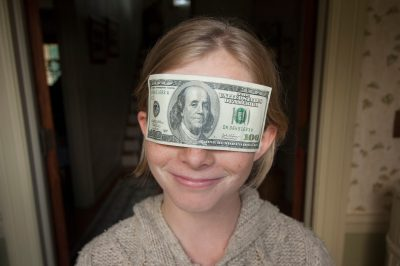 Photo: A 10-year-old girl is blinded by money.