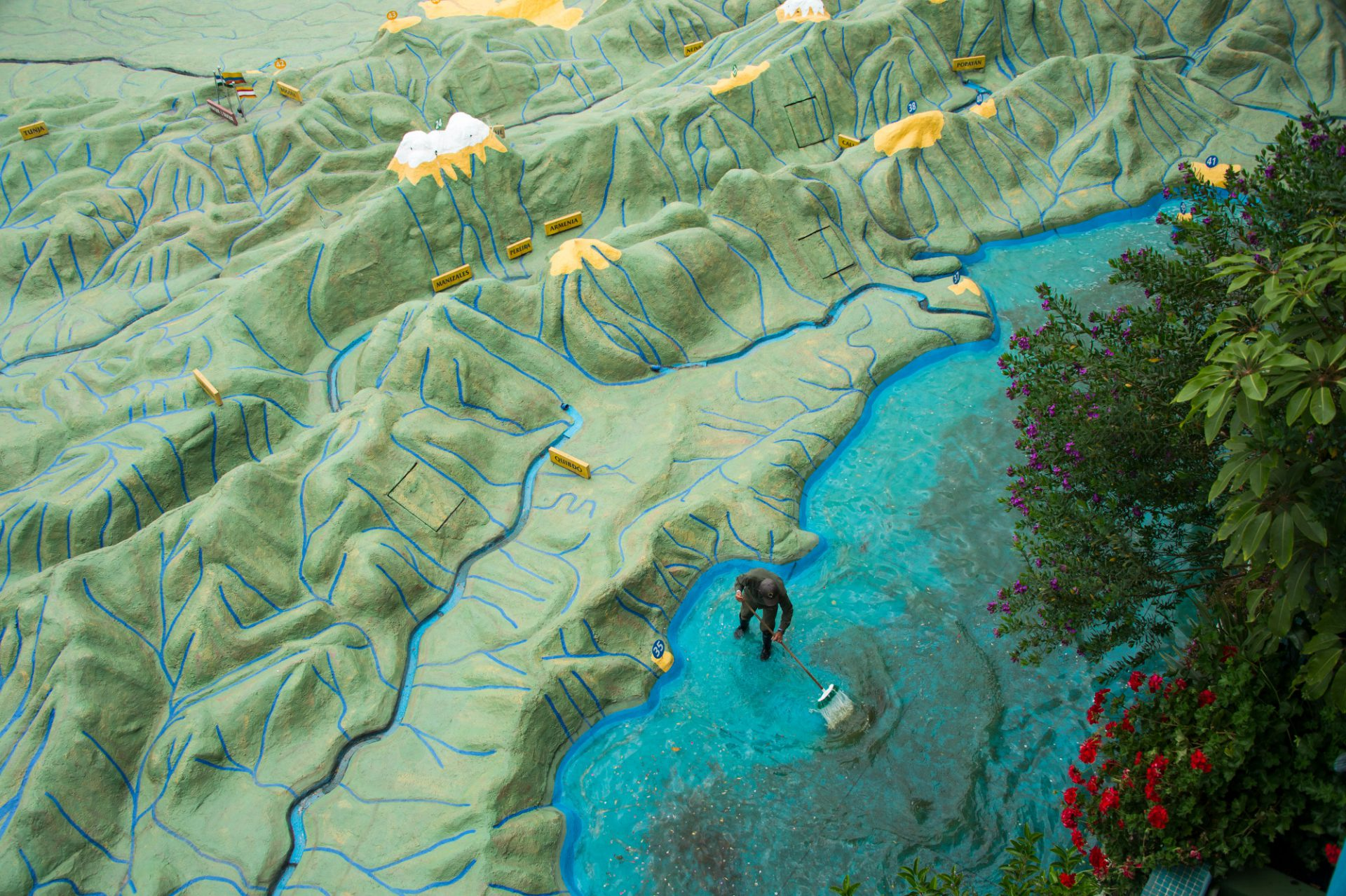 Photo: A staff member scrubs algae off the bottom of the ocean section of a giant relief map of Colombia at Parque Jaime Duque, a tourist attraction near Bogota.