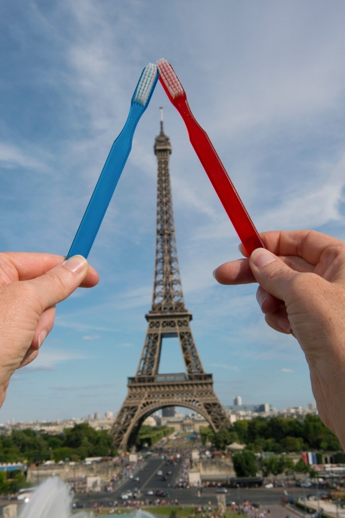 Photo: Two toothbrushes mimic the architecture of the Eiffel Tower.