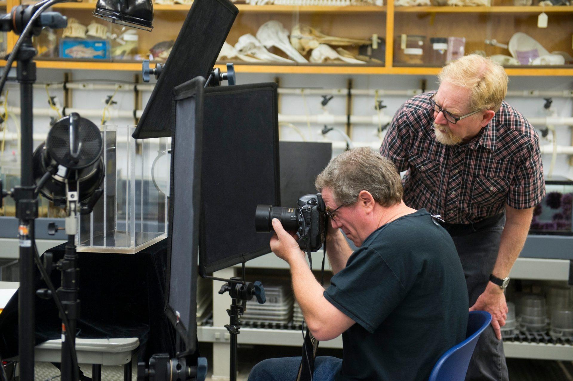 Photo: Joel Sartore and a staff member prepare for a photo shoot at the Monterey Bay Aquarium.