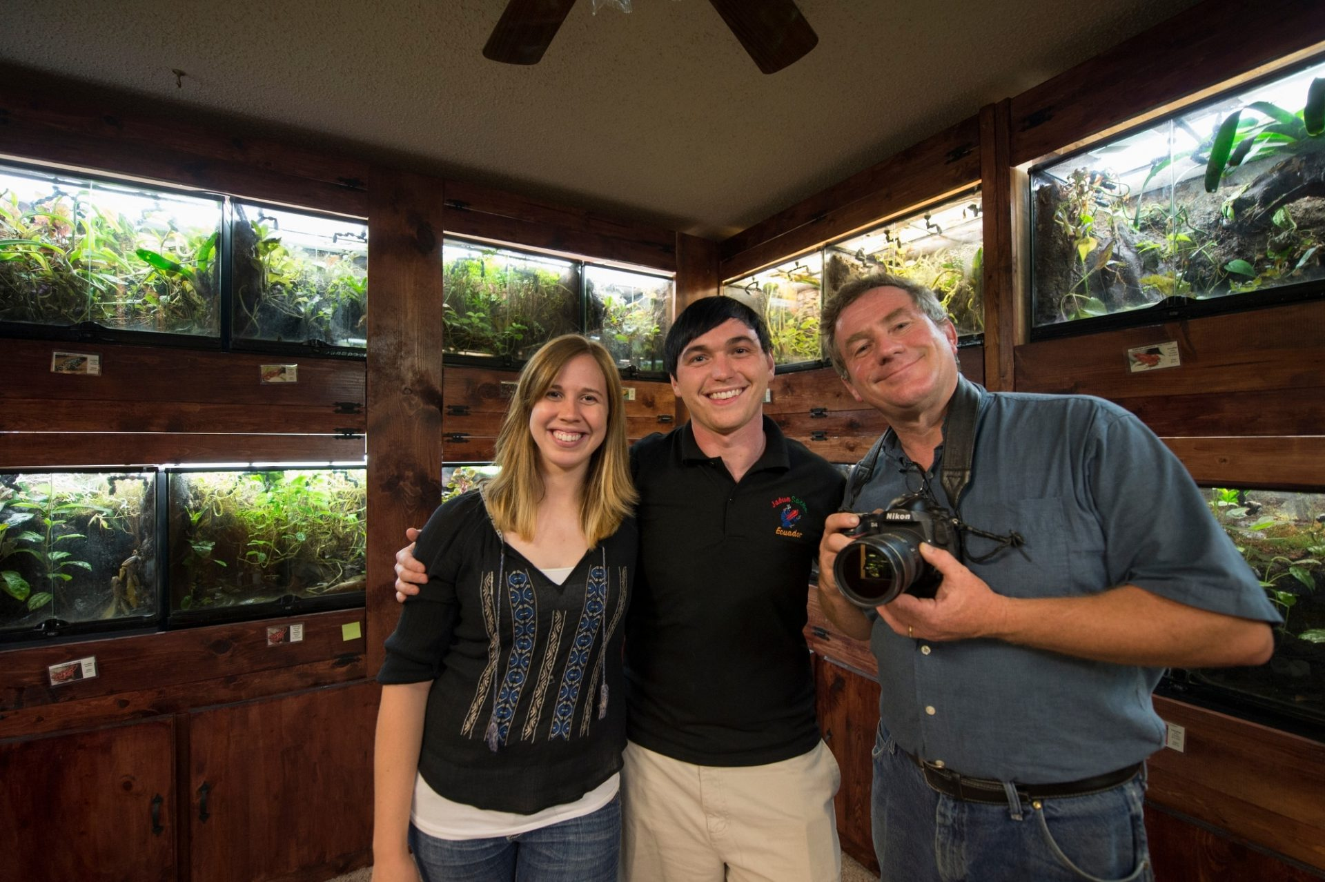 Photo: Behind the scenes, Joel Sartore and private collectors in the frog room of their home in Oklahoma City.