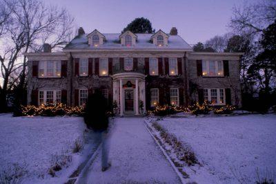 Photo: Historic home at Christmas in Lincoln, Nebraska.