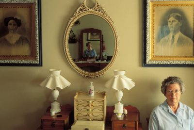 Photo: Faynell Meese sits for a portrait with her daughter reflected in a nearby mirror.