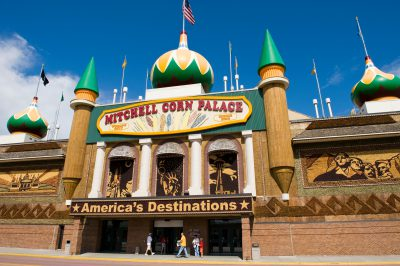 Photo: Tourists enter the Corn Palace in Mitchell, SD.