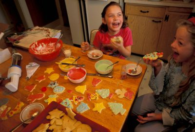 Photo: Ellen Sartore and her cousins decorate Christmas cookies.