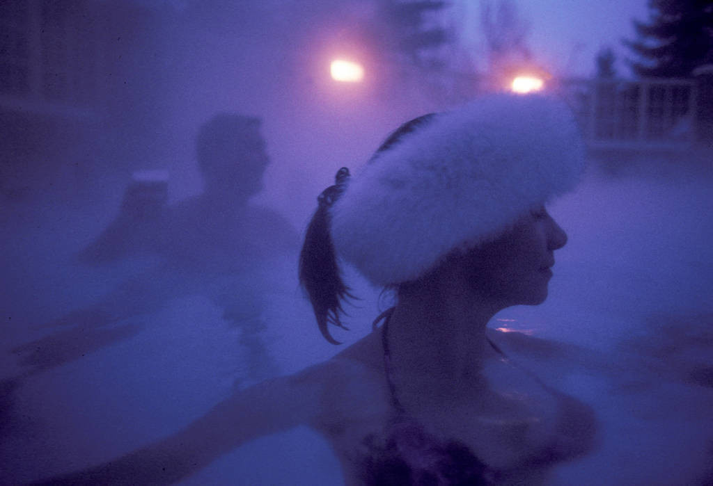 Photo: Skiers and tourists in the heated pool at Sun Valley Lodge (Idaho).