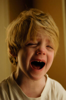 Photo: A 4-year-old boy sobs.