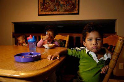 Photo: Sibilings eat dinnder in their suburban home in Lincoln, Nebraska.