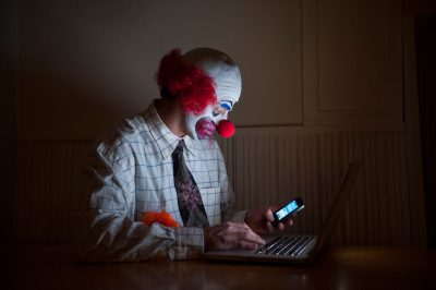 Photo: A web-surfing clown.