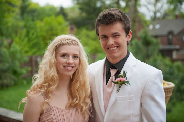 Photo: A couple gathers for prom pictures in Lincoln, Nebraska.