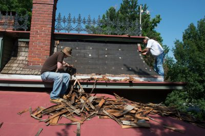 Photo: A team works on repairing a roof of an old house, Lincoln, Nebraska.