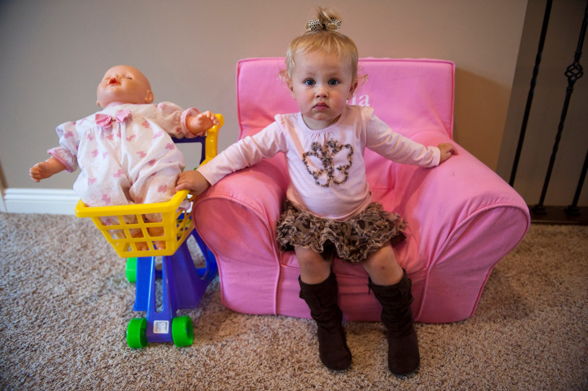 Photo: A little girl sits stoically on her pink chair in Lincoln, Nebraska.