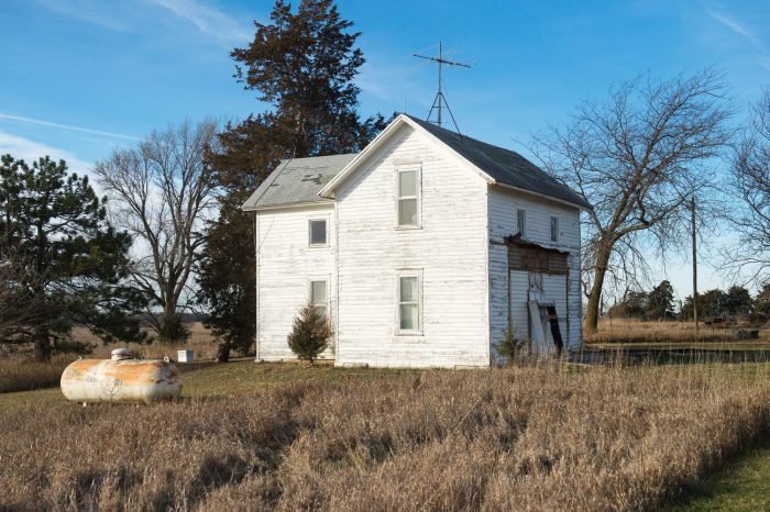 Photo: An old farm house in Bennet, Nebraska.