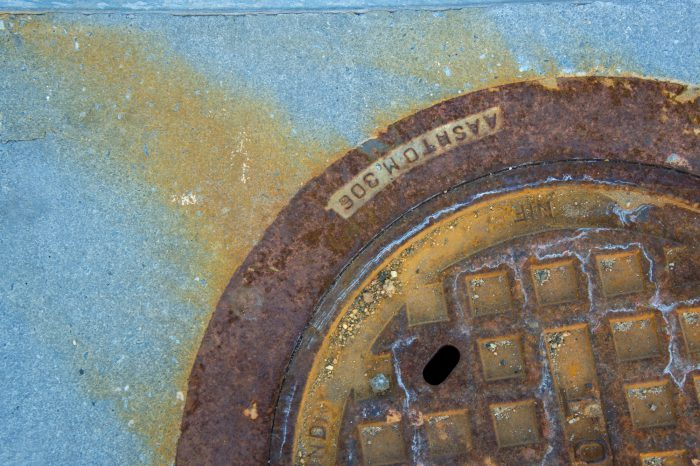 Photo: A rusty manhole in Chantilly, Virginia.