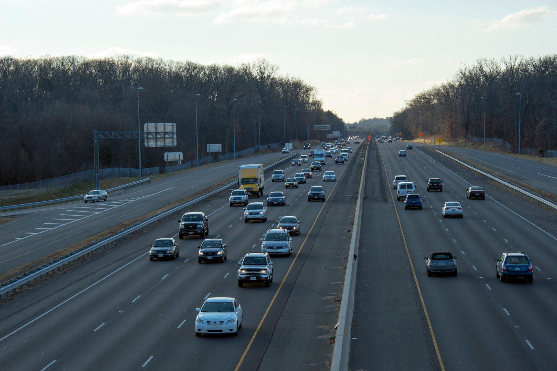 Photo: Traffic on a highway near Chantilly, Virginia.